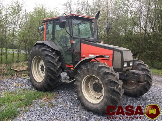Tracteur agricole Valtra 900